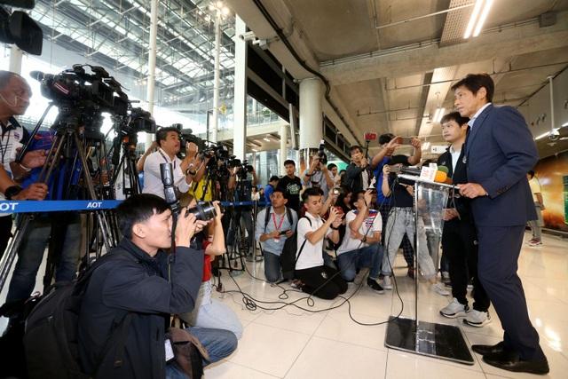 Đội tuyển Thái Lan được chào đón như người hùng ngày trở về - 5