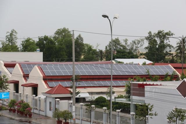 Lắp đặt điện mặt trời mái nhà: Cần sớm có qui định giá mua điện mới - 1
