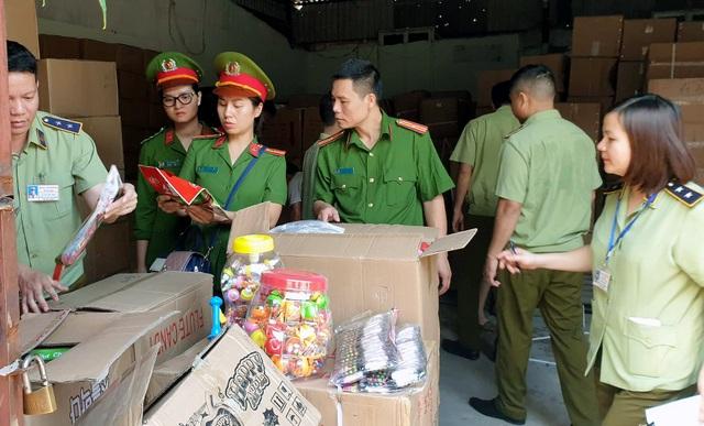 Bộ Công an bắt giữ 50 tấn bánh kẹo, đồ chơi Trung thu nhập lậu - 2
