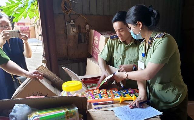 Bộ Công an bắt giữ 50 tấn bánh kẹo, đồ chơi Trung thu nhập lậu - 8