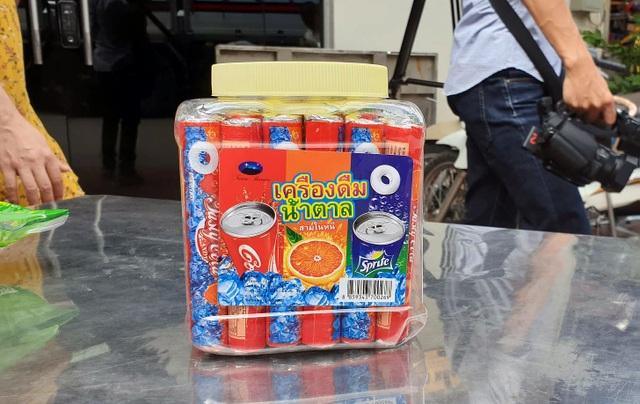 Bộ Công an bắt giữ 50 tấn bánh kẹo, đồ chơi Trung thu nhập lậu - 6