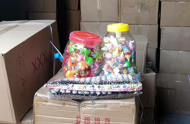 Bộ Công an bắt giữ 50 tấn bánh kẹo, đồ chơi Trung thu nhập lậu - 7