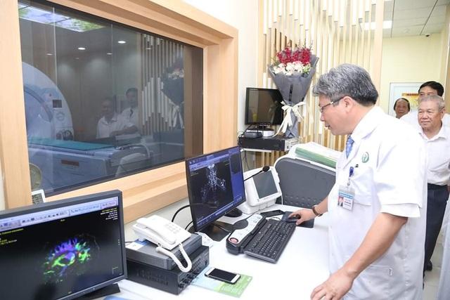 Hệ thống máy hiện đại nhất Việt Nam giảm tia X độc hại, thấy rõ từng mạch máu - 1