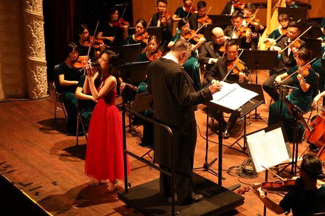 Đông Nhi phấn khích khi được hát cùng dàn nhạc giao hưởng - 3