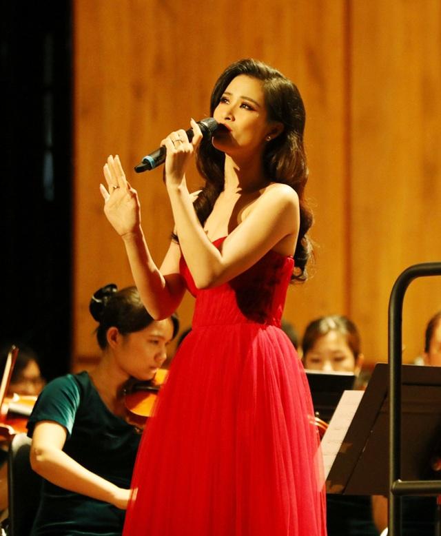 Đông Nhi phấn khích khi được hát cùng dàn nhạc giao hưởng - 4