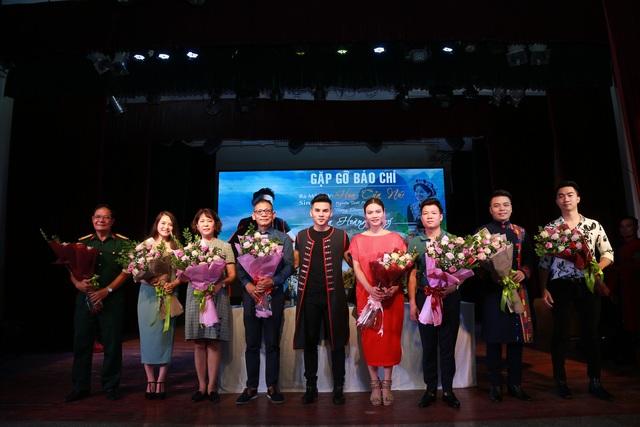 """Chàng ca sĩ 9X dân tộc Thái gây bất ngờ với """"Hoa của núi"""" - 3"""
