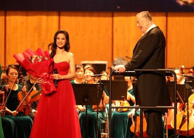 Đông Nhi phấn khích khi được hát cùng dàn nhạc giao hưởng - 6