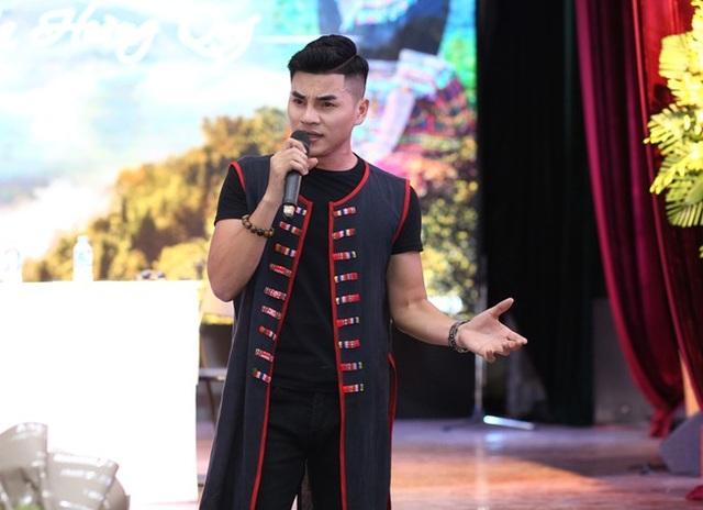"""Chàng ca sĩ 9X dân tộc Thái gây bất ngờ với """"Hoa của núi"""" - 2"""