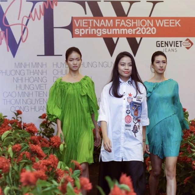 """Người mẫu quá khổ lên sàn diễn và cuộc chơi """"độc - đẹp"""" của thời trang thuần Việt - 4"""