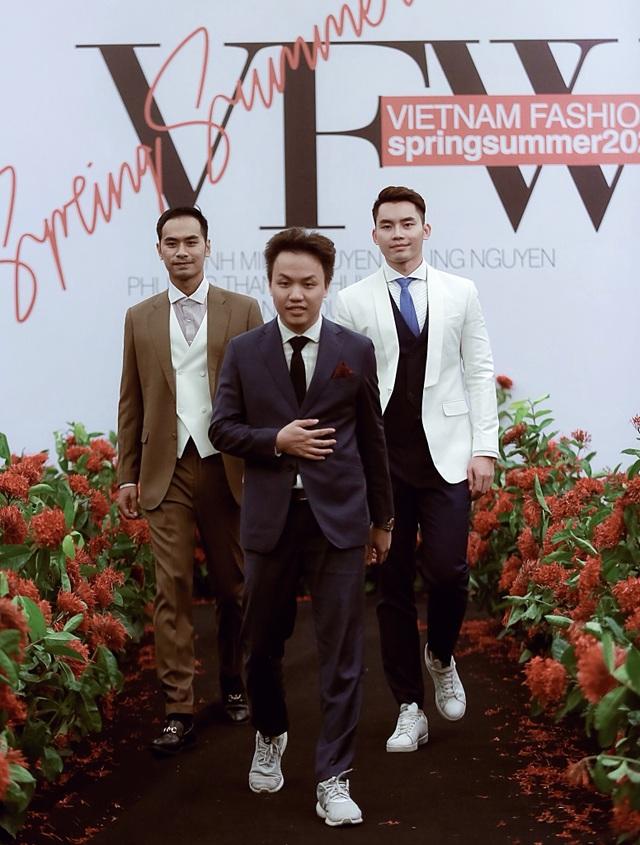 """Người mẫu quá khổ lên sàn diễn và cuộc chơi """"độc - đẹp"""" của thời trang thuần Việt - 30"""