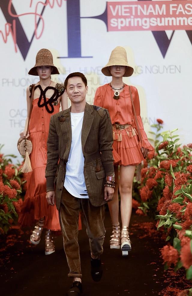 """Người mẫu quá khổ lên sàn diễn và cuộc chơi """"độc - đẹp"""" của thời trang thuần Việt - 23"""