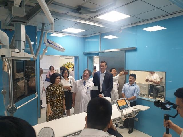 Philips chuyển giao công nghệ chụp mạch hiện đại tại Bệnh viện Việt Đức - 1