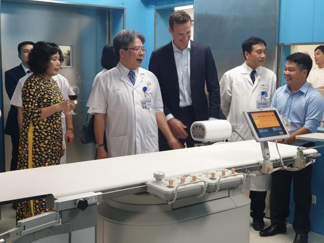 Philips chuyển giao công nghệ chụp mạch hiện đại tại Bệnh viện Việt Đức - 3
