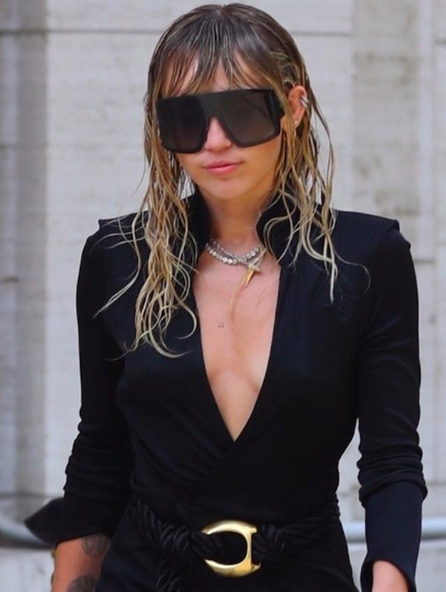 Miley Cyrus đẹp đôi, thần thái rạng ngời bên bạn gái tin đồn - 6