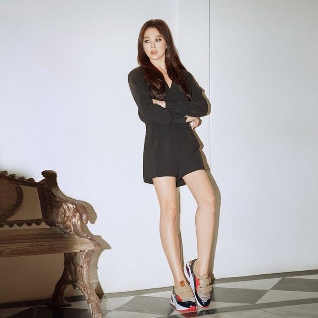 Song Hye Kyo khoe chân thon, tạo dáng gợi cảm trong loạt ảnh mới - 8