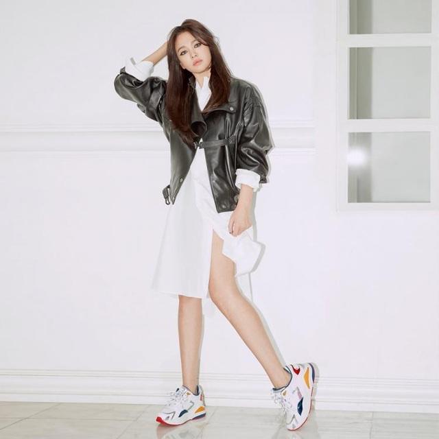 Song Hye Kyo khoe chân thon, tạo dáng gợi cảm trong loạt ảnh mới - 11