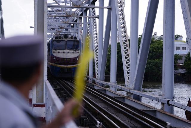 Cầu đường sắt trăm tuổi chính thức trở thành chứng nhân lịch sử của Sài Gòn - 11