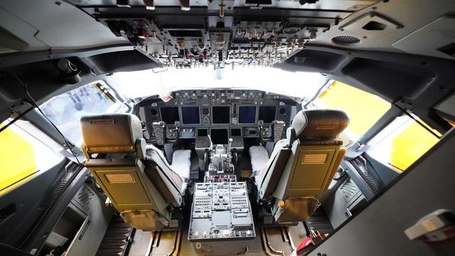 Máy bay Đức chở 326 khách buộc quay đầu vì một cốc café bị đổ - 1