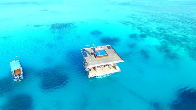 Khách sạn nửa nổi nửa chìm nằm giữa biển khơi - 3