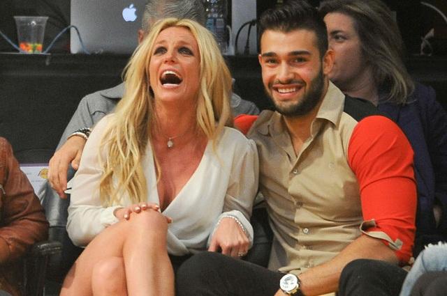 Bạn trai giúp Britney Spears giữ bình tĩnh - 6