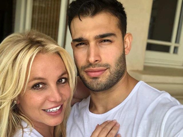 Bạn trai giúp Britney Spears giữ bình tĩnh - 7