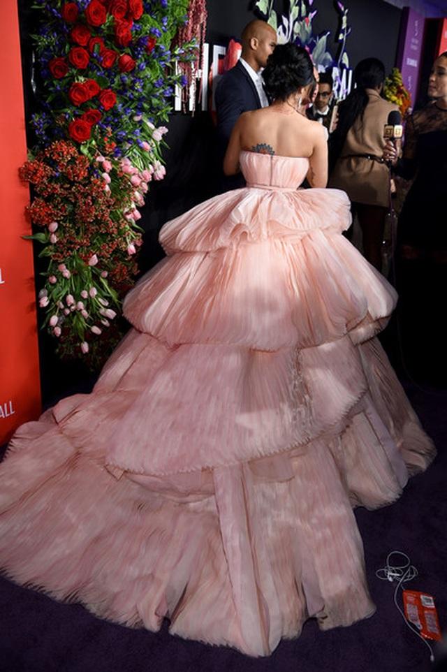 Cardi B lộng lẫy trong bộ váy siêu to khổng lồ - 3