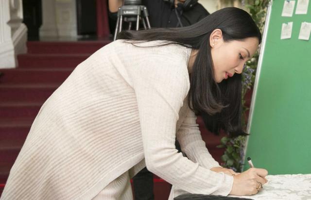 Vợ Hoàng Bách sắp sinh con thứ 3 vẫn xinh đẹp quyến rũ - 1