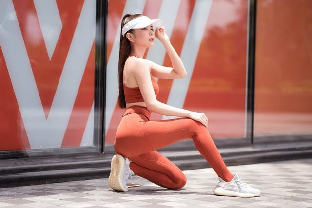 Huỳnh Vy tiết lộ tập Yoga 2 tiếng mỗi ngày để có thân hình đồng hồ cát - 4