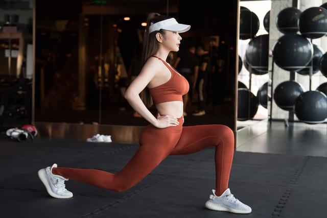 Huỳnh Vy tiết lộ tập Yoga 2 tiếng mỗi ngày để có thân hình đồng hồ cát - 6