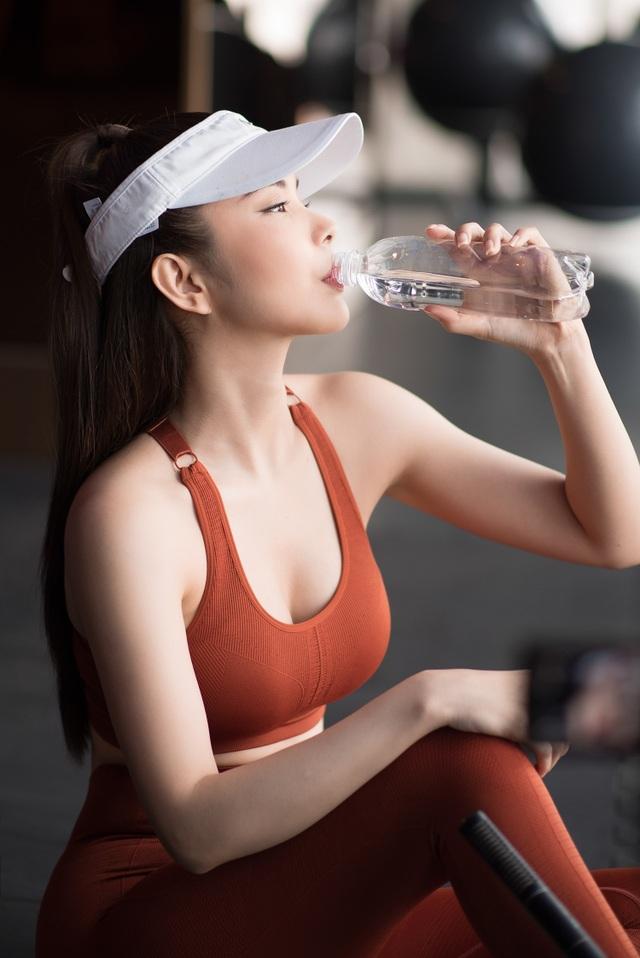 Huỳnh Vy tiết lộ tập Yoga 2 tiếng mỗi ngày để có thân hình đồng hồ cát - 3