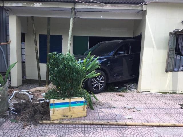 Nam thanh niên Thái Bình lùi xe Mazda CX-5 sập tường nhà bố mẹ - 2
