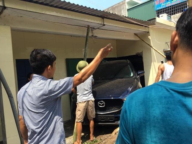 Nam thanh niên Thái Bình lùi xe Mazda CX-5 sập tường nhà bố mẹ - 3