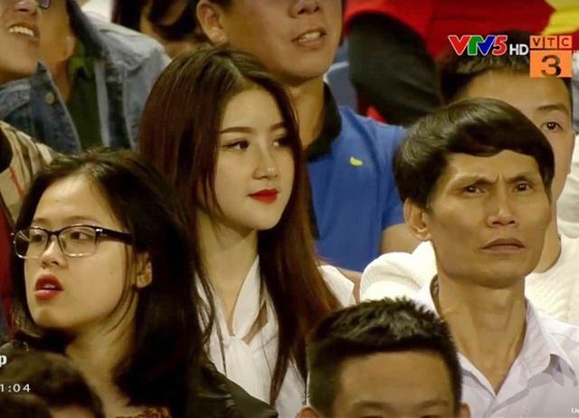 """Nữ CĐV hot nhất trận U23 Việt Nam """"hạ gục"""" Thái Lan giờ ra sao? - 1"""