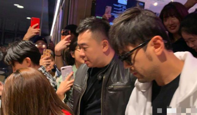Vợ chồng Châu Kiệt Luân bị bắt gặp hò hẹn tại Sydney - 5
