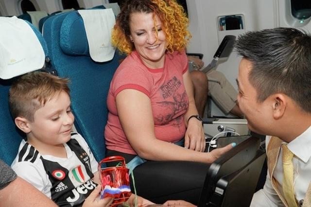 Tết Trung Thu của những nhóc tỳ đáng yêu trên máy bay - 7