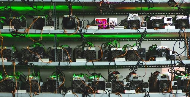 Bỏ bạc tỉ ra nước ngoài đào Bitcoin để ôm mộng làm giàu - 2