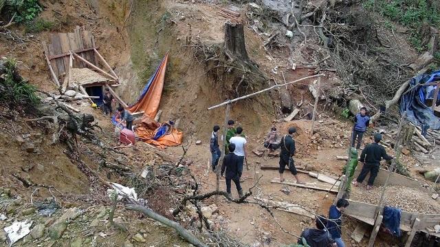 Công an đột kích mỏ vàng Bồng Miêu