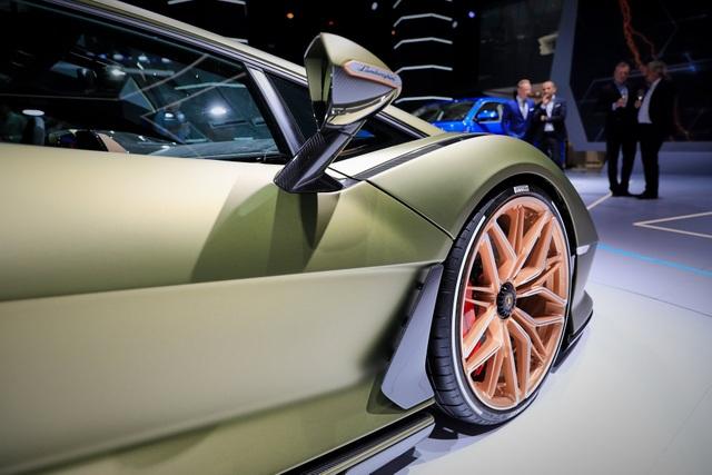 Cận cảnh siêu xe hybrid đầu tiên của Lamborghini  - 13