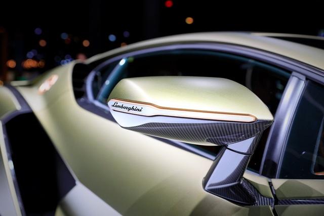 Cận cảnh siêu xe hybrid đầu tiên của Lamborghini  - 12