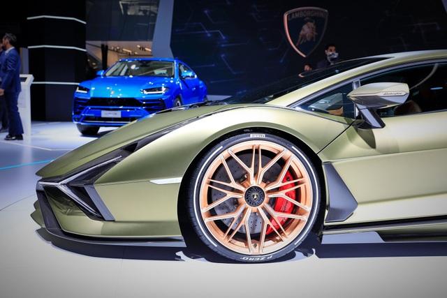 Cận cảnh siêu xe hybrid đầu tiên của Lamborghini  - 5