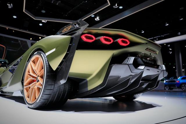 Cận cảnh siêu xe hybrid đầu tiên của Lamborghini  - 8