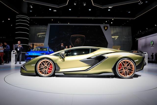 Cận cảnh siêu xe hybrid đầu tiên của Lamborghini  - 6
