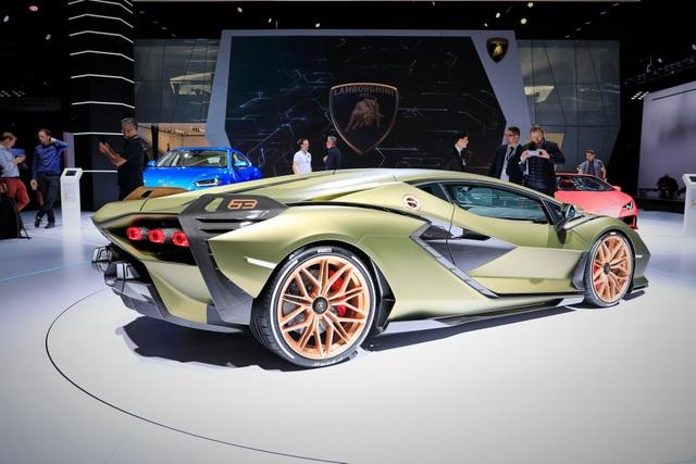 Cận cảnh siêu xe hybrid đầu tiên của Lamborghini  - 21