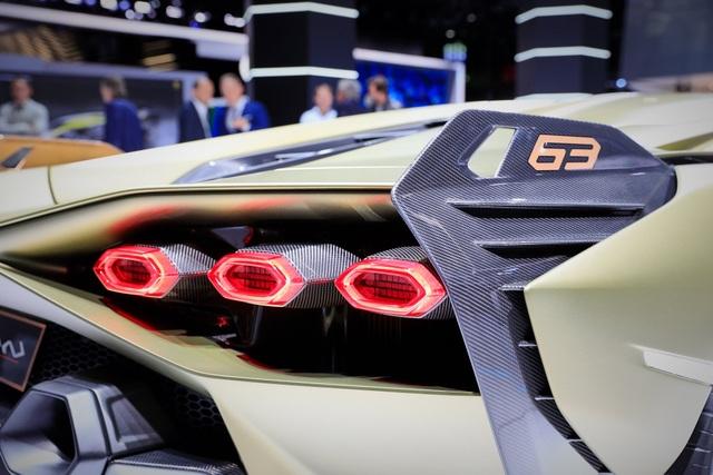 Cận cảnh siêu xe hybrid đầu tiên của Lamborghini  - 14