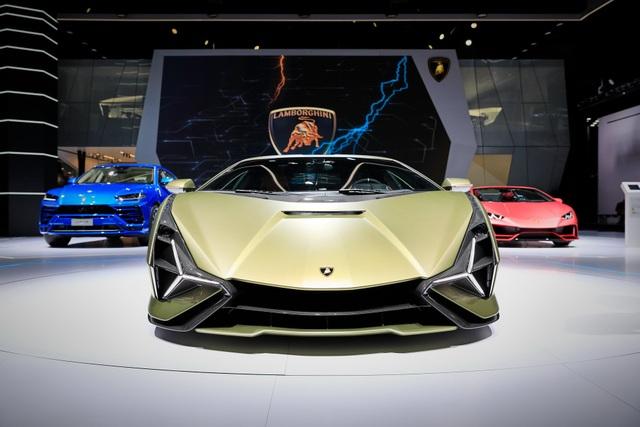Cận cảnh siêu xe hybrid đầu tiên của Lamborghini  - 2
