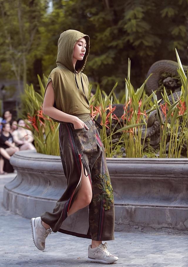 Đột nhập hậu trường ấn tượng của Tuần lễ Thời trang Việt Nam Xuân - Hè 2020 - 17