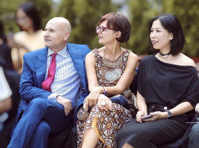 Khi Đại sứ Italia trót phải lòng thời trang Việt - 1
