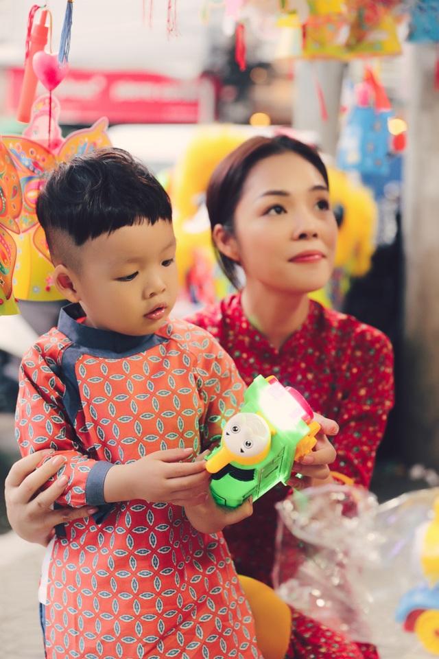 Làm mẹ đơn thân, Dương Cẩm Lynh cố vun vén cho con một tuổi thơ êm đẹp - 9