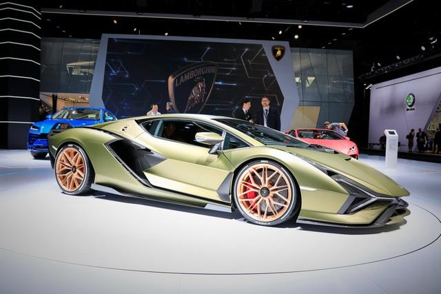 Cận cảnh siêu xe hybrid đầu tiên của Lamborghini  - 18