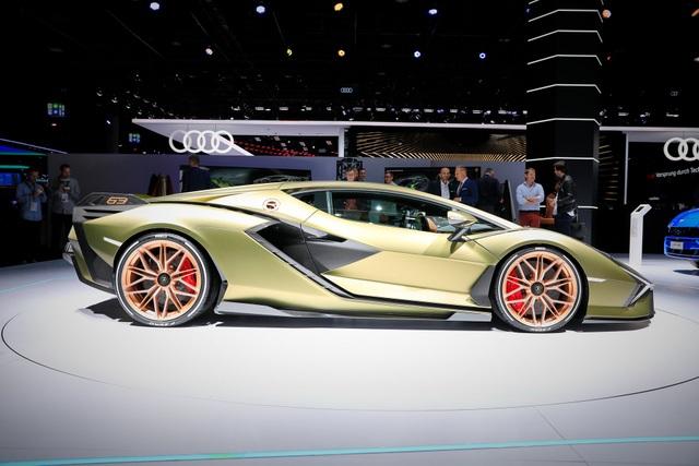 Cận cảnh siêu xe hybrid đầu tiên của Lamborghini  - 11